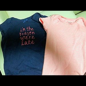 🍭Pair of Carter's onesies size 12 months.🍭